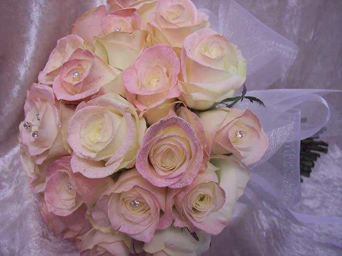 Essex Wedding Florist for your Wedding Flowers with more details at Essex Wedding professionals web site